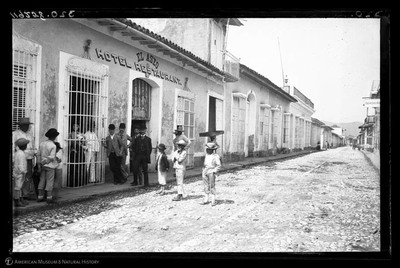 Group outside El Aseo Hotel and Restaurant, Trinidad, Cuba, 1892