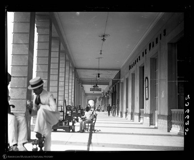 Covered sidewalk with shoe shine stands, Havana, Cuba, August, 1917